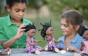 L'importance de coiffer des poupées